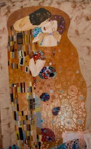 Painting of lovers in the style of Gustav Klimt.